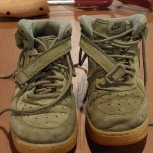 Olive NIKE FORCE 1. size 2.5Y.  EXCELLENT conditio